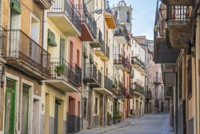 Vistes del Carrer Major i el campanar de Sant Andreu